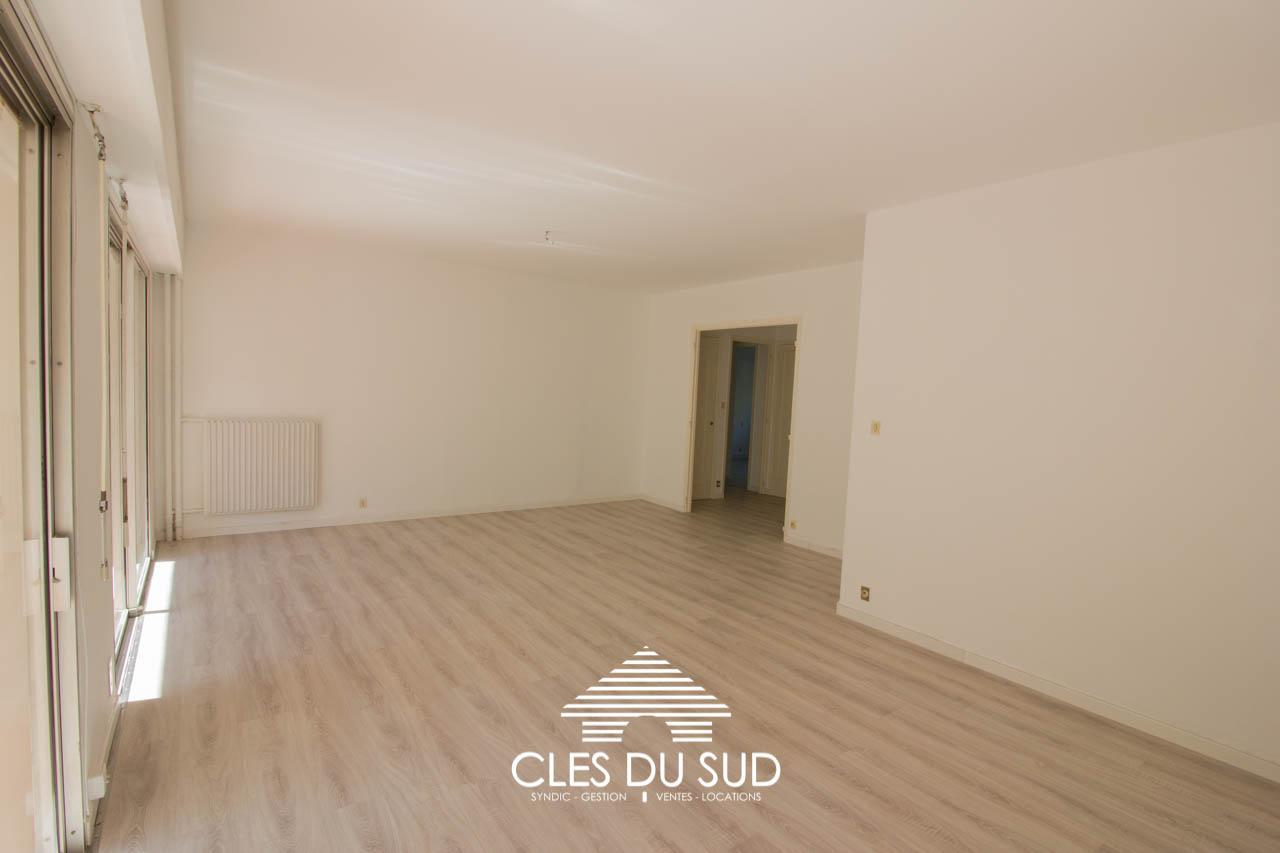 location appartement renove toulon mourillon aguil